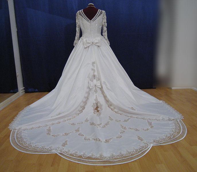 ... Linie Satin Brautkleider Hochzeitskleider Cathedral-Schleppe B2093